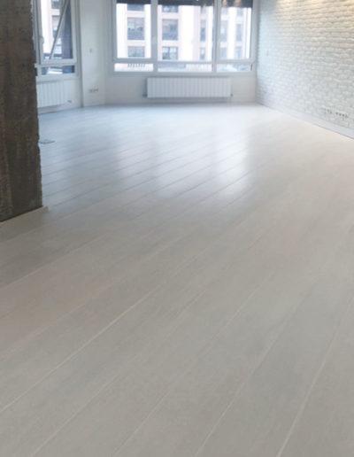 suelo-de-elondo-tintado-en-blanco-barnizado-al-agua